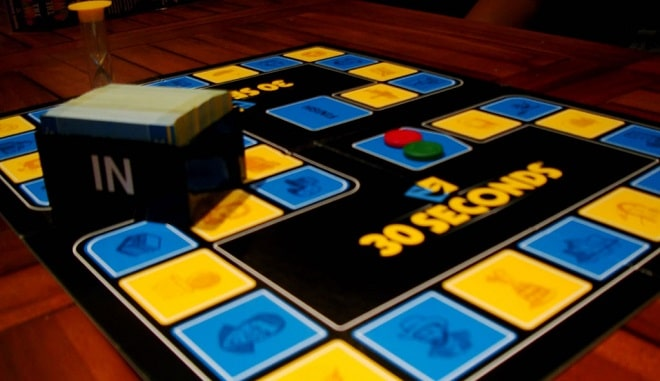 30 seconds boardgame with yellow and blue board